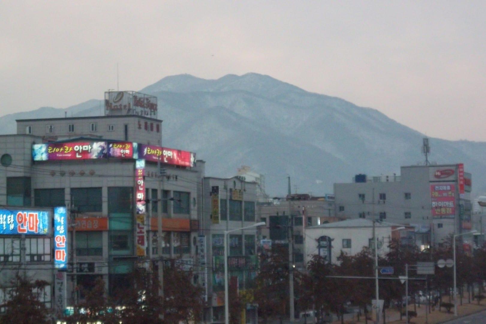 El Monte Geumo y la ciudad de Gumi Gumi Corea del Sur