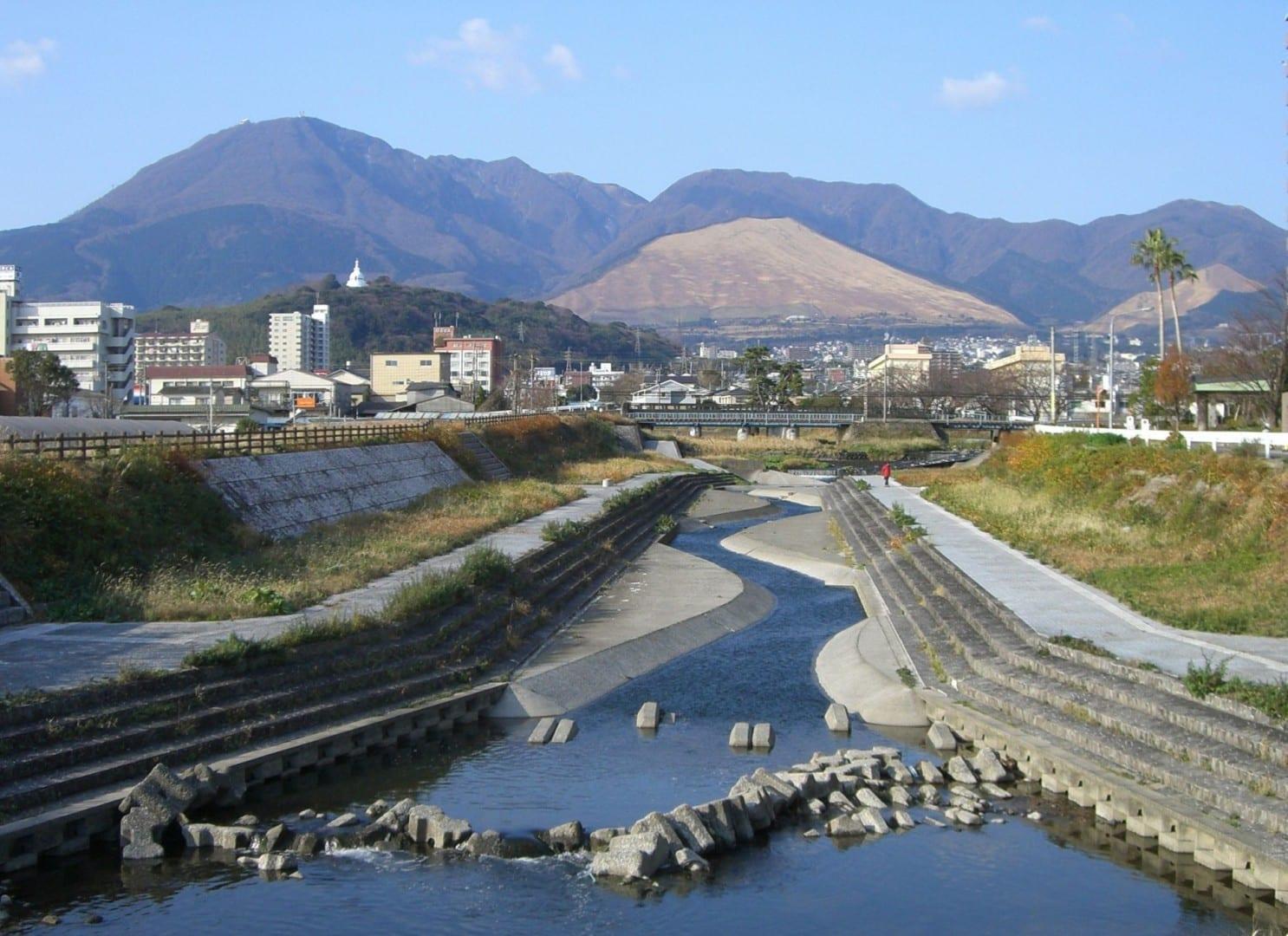 El Monte Tsurumi Beppu (Ōita) Japón