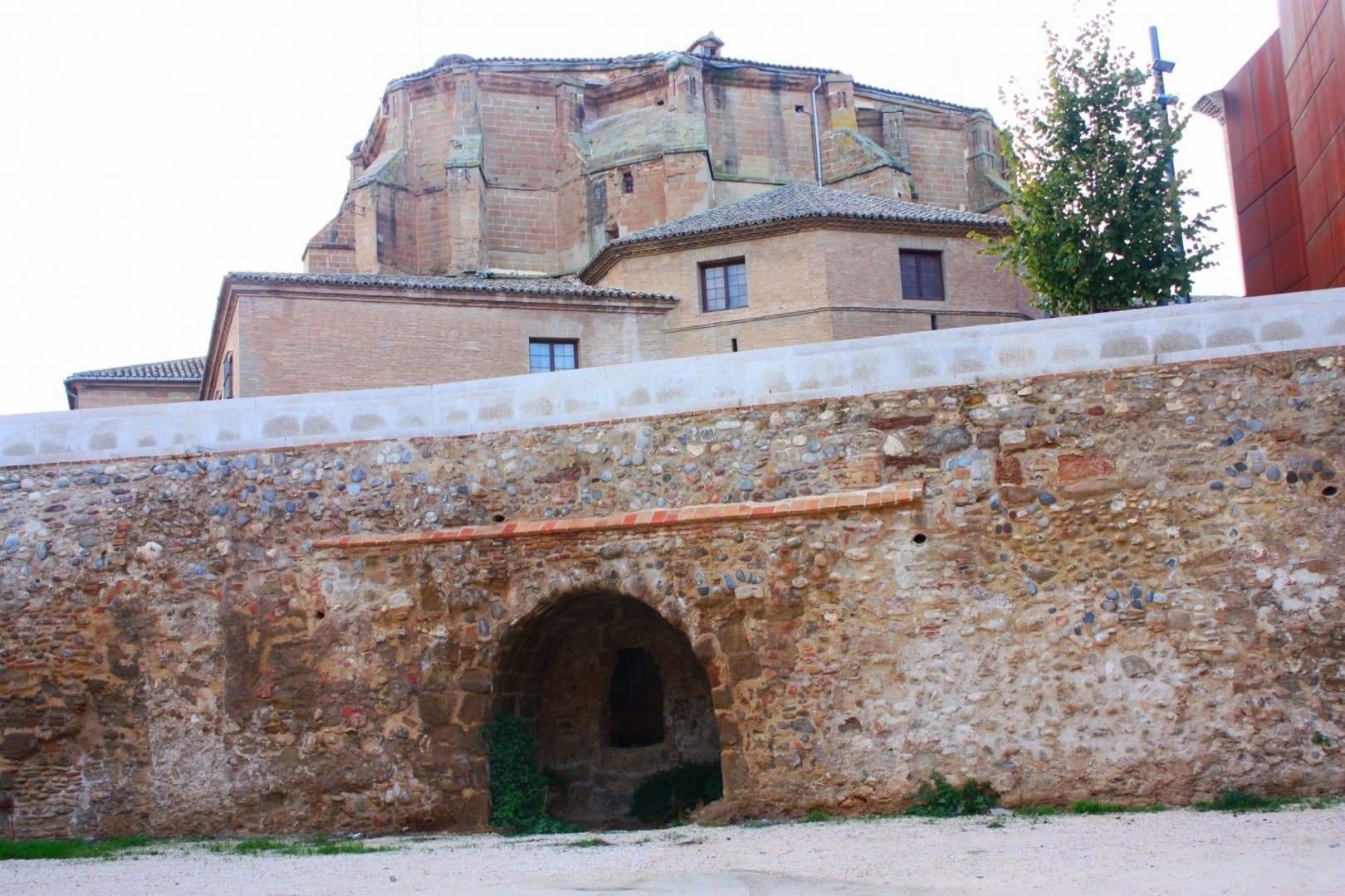 El muro del palacio del obispo en Barbastro Barbastro España