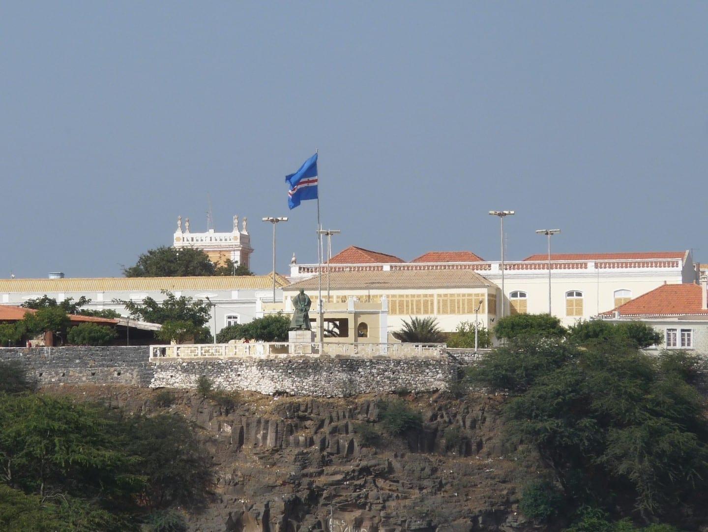 El palacio presidencial y el monumento a Diogo Gomes Praia (Isla de Santiago) Cabo Verde