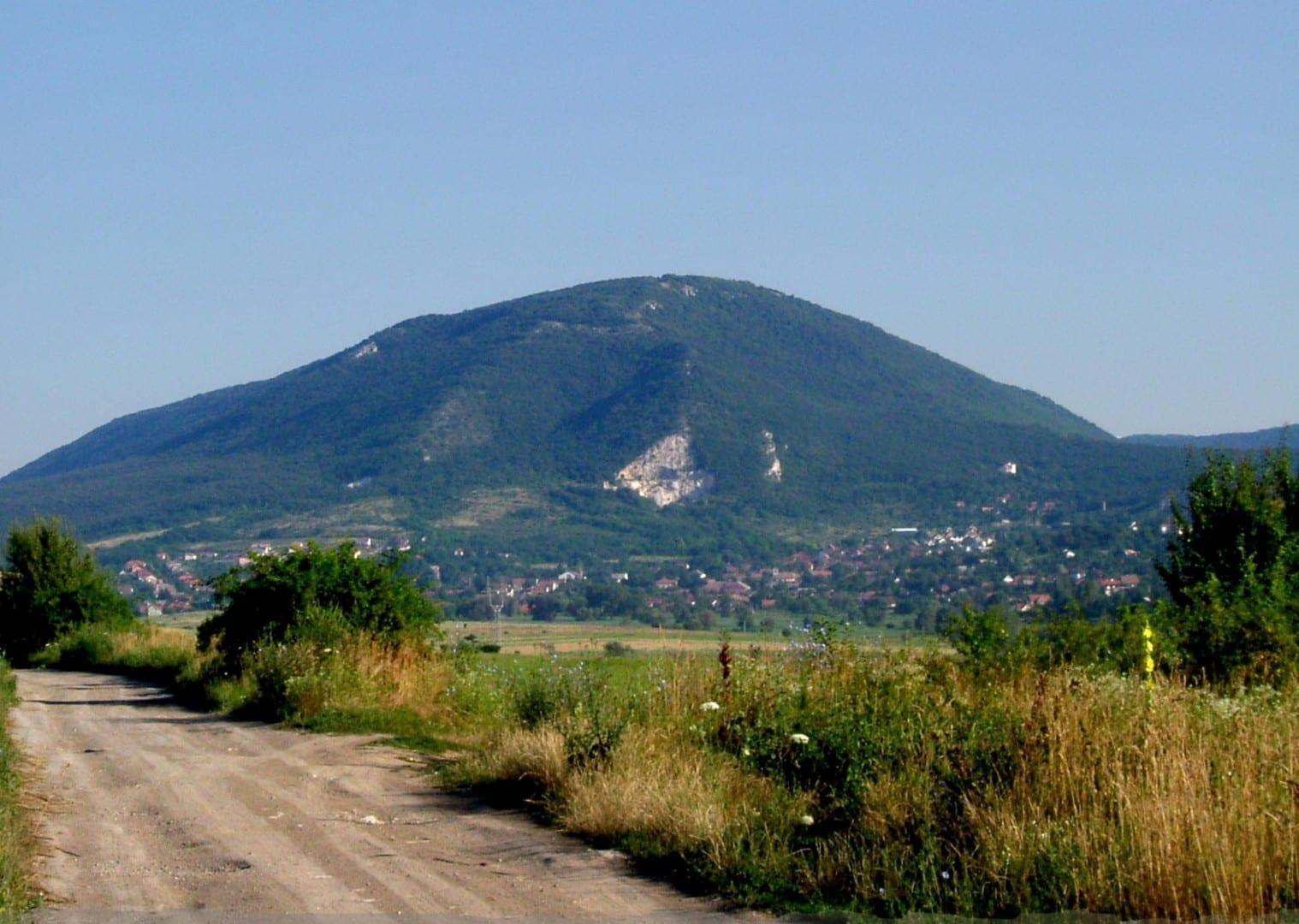 El pico de la montaña Pilis Visegrado Hungría