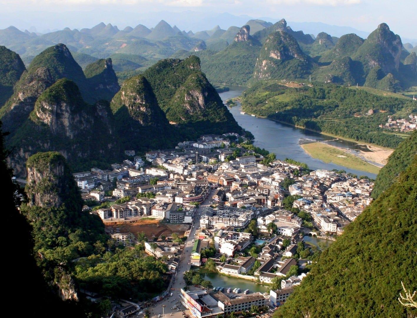 El pueblo, visto desde una colina cercana Yangshuo China