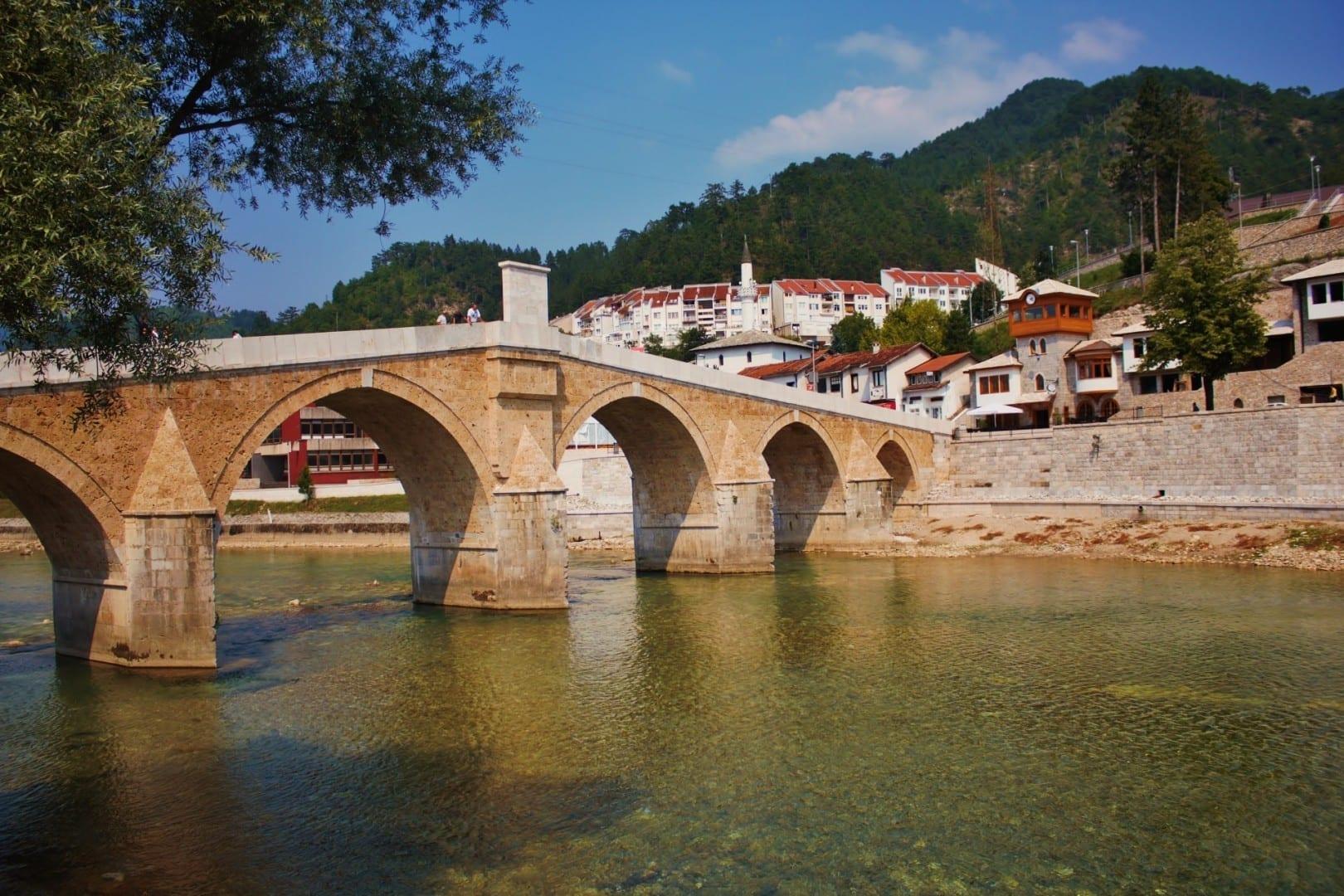El puente Stari Most sobre el Neretva Konjic Bosnia y Herzegovina