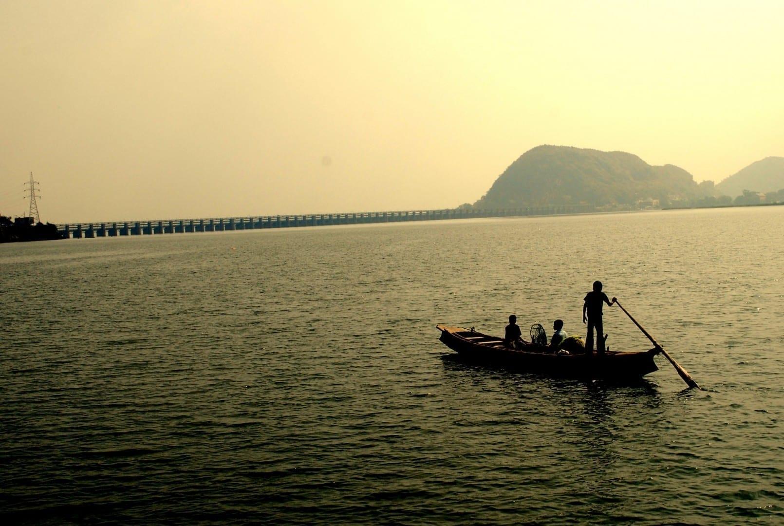 El río Krishna cerca de la presa de Vijayawada Prakasam Vijayawada India