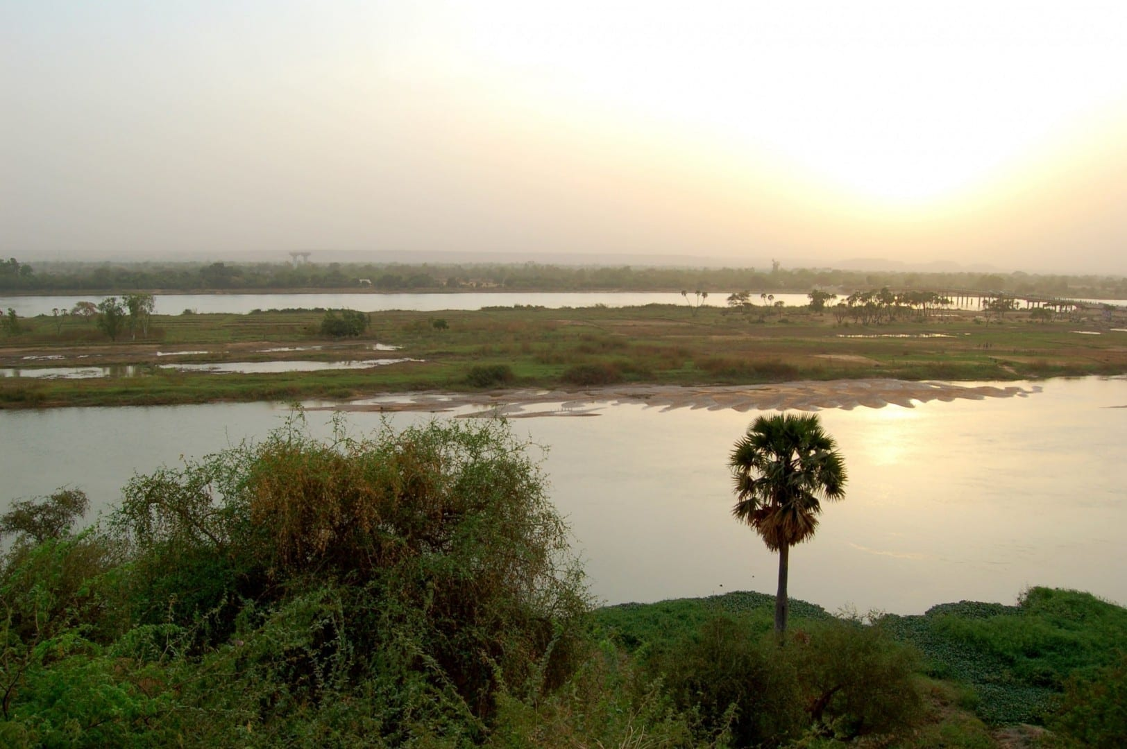 El río Níger cerca del puente Kennedy Niamey Níger