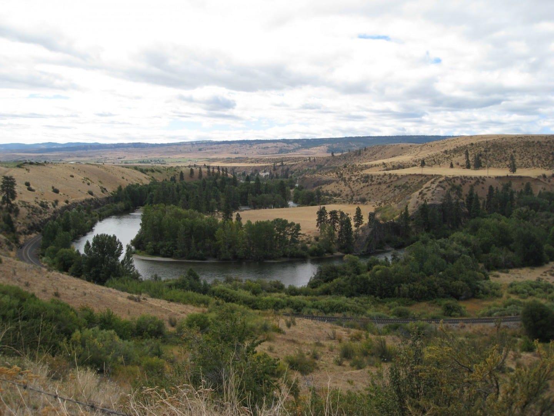 El río Yakima superior visto desde la autopista 10 Yakima WA Estados Unidos