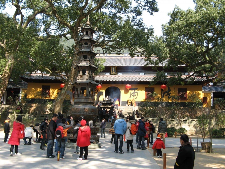 El Templo Fayu, o el Templo Trasero en oposición al Templo Delantero (Templo Puji), es el segundo de su clase en el sagrado Monte Guanyin Putuo. Zhoushan China
