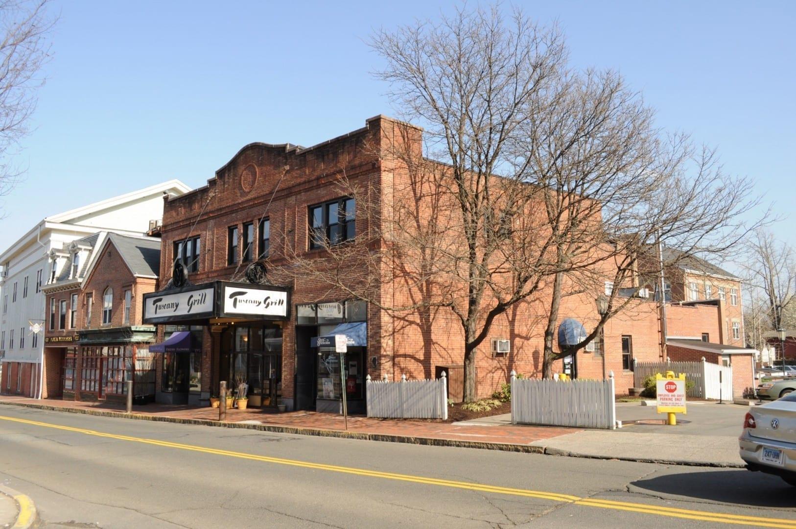 El Tuscany Grill se encuentra justo al lado de la calle principal, en un antiguo cine. Middletown CT Estados Unidos