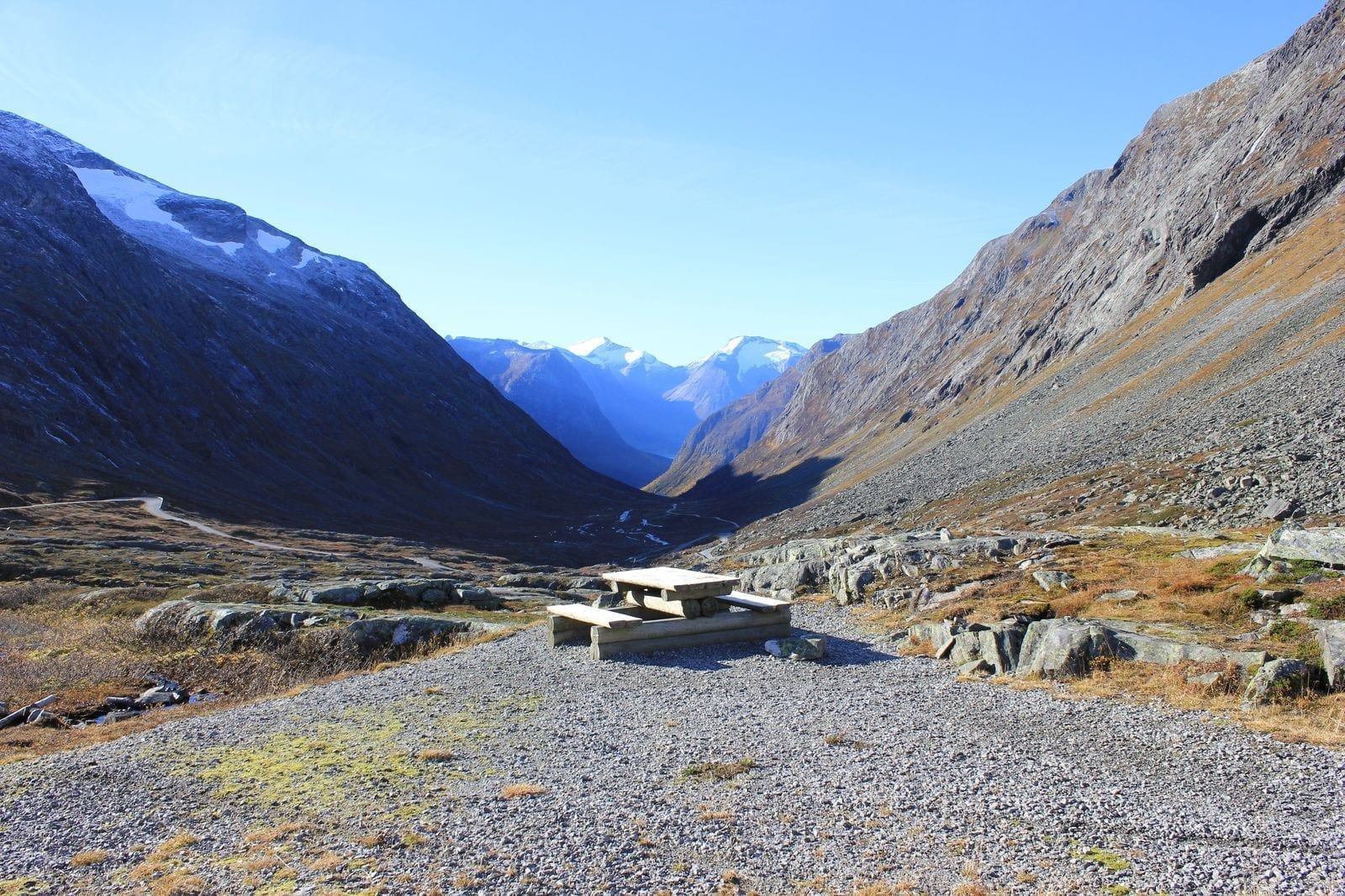 El viejo camino en el paso de montaña de Stryn en octubre Stryn Noruega