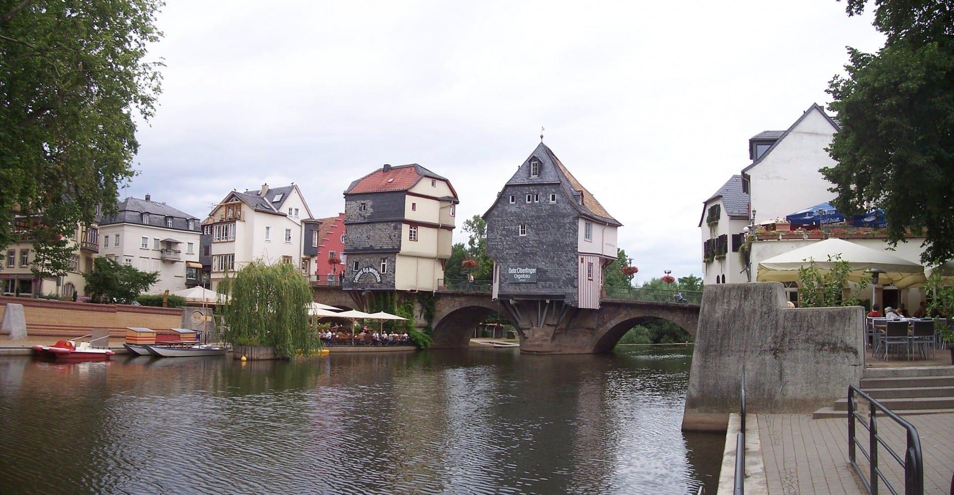 El viejo puente con las casas de los puentes Bad Kreuznach Alemania