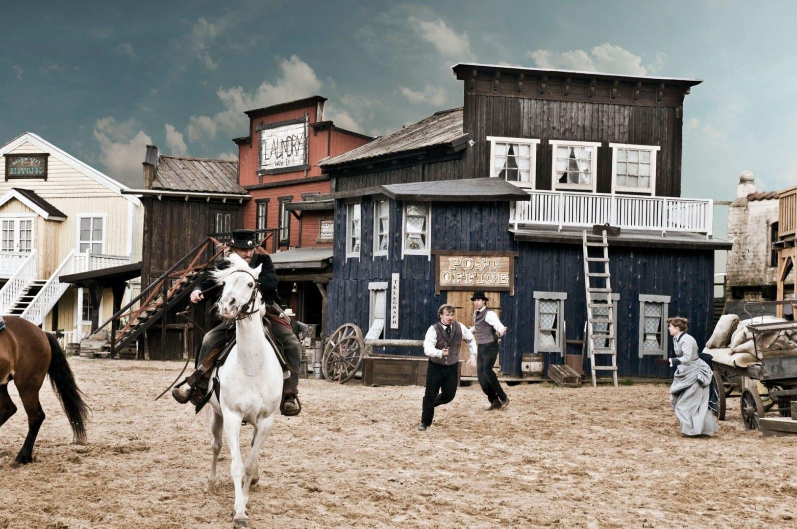 Espectáculo del Alto Chaparral del Salvaje Oeste Varnamo Suecia