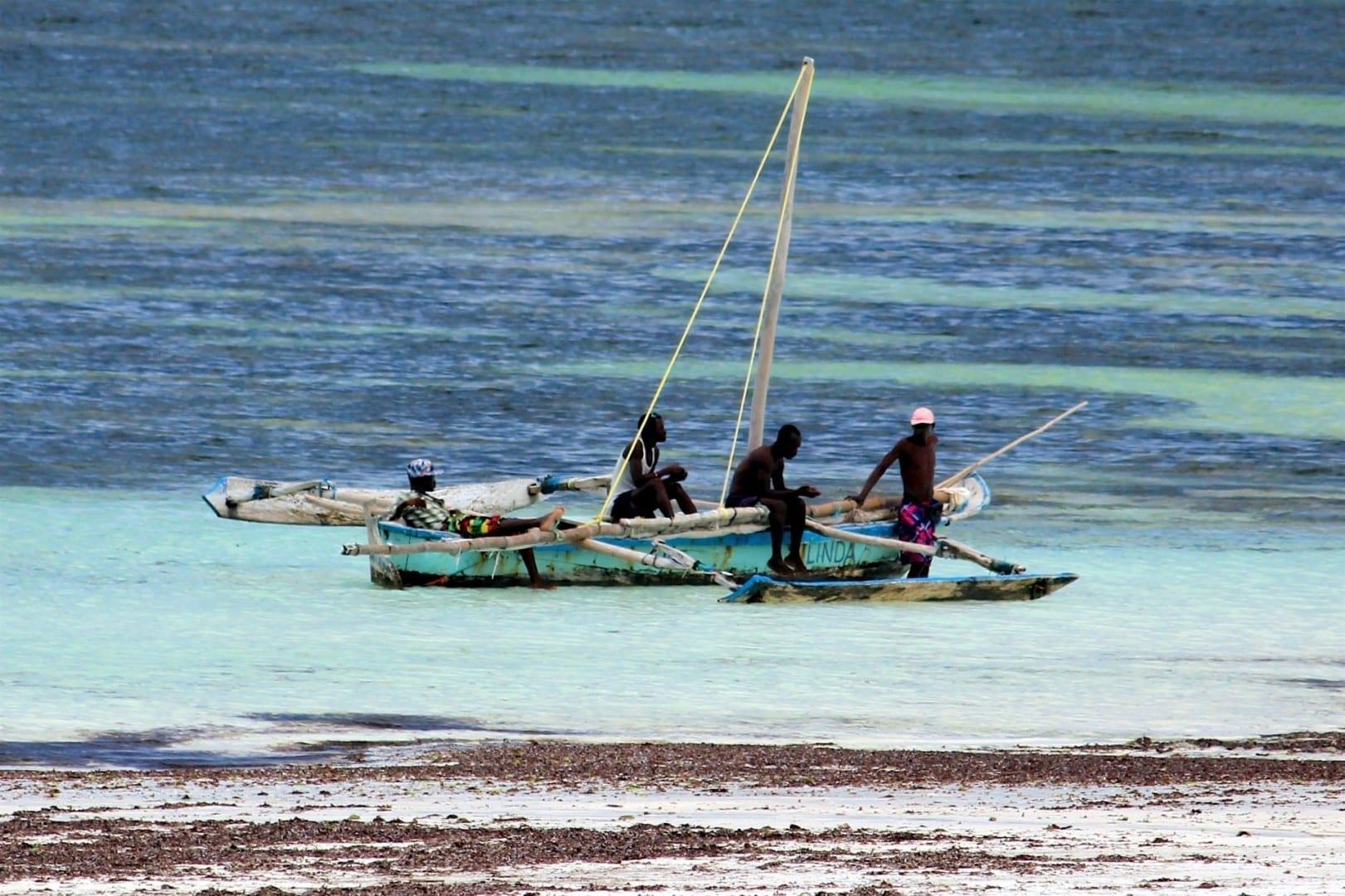 Esperando a los turistas Playa Tiwi Kenia