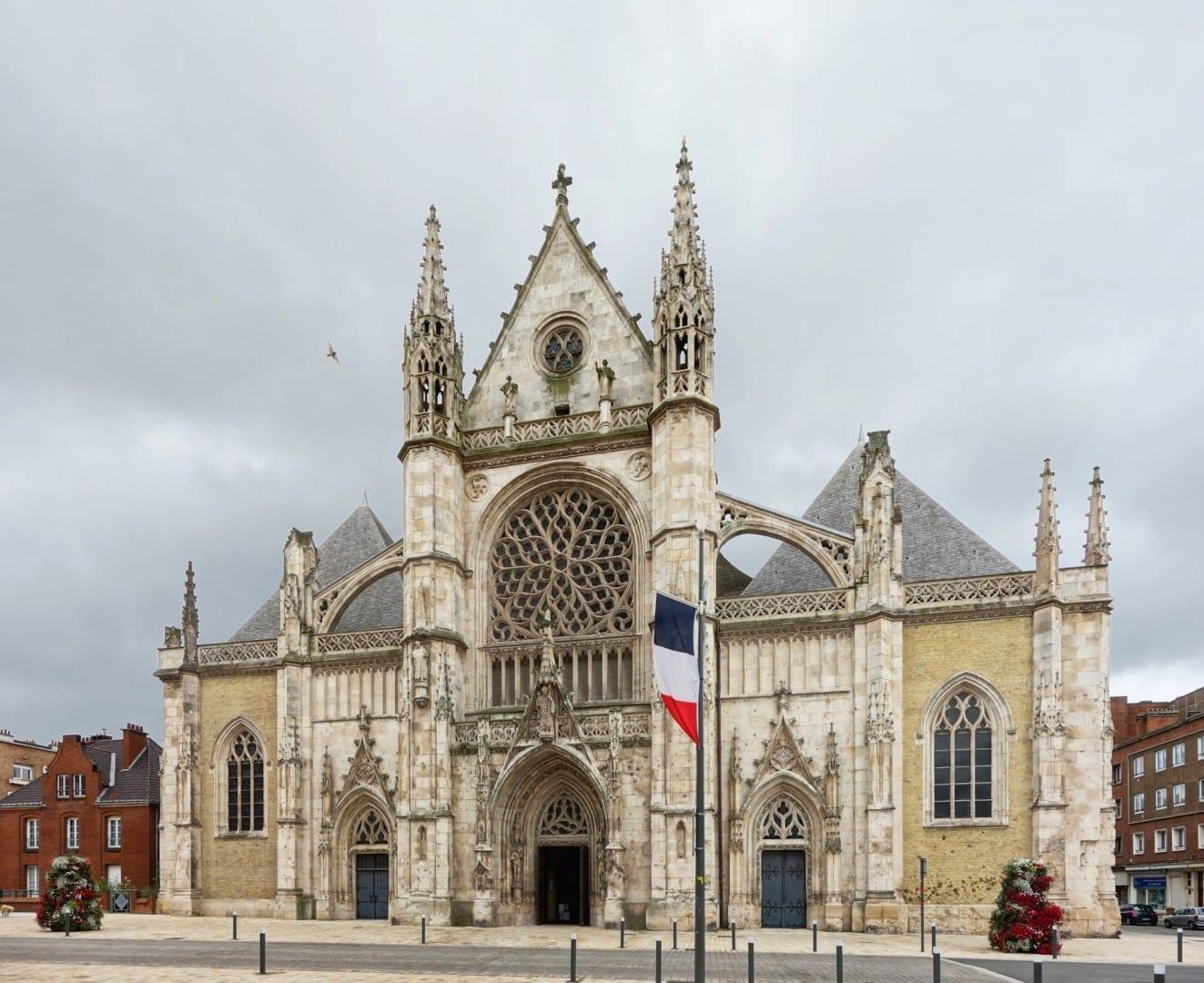 Fachada de la iglesia de Saint-Éloi Dunkerque Francia