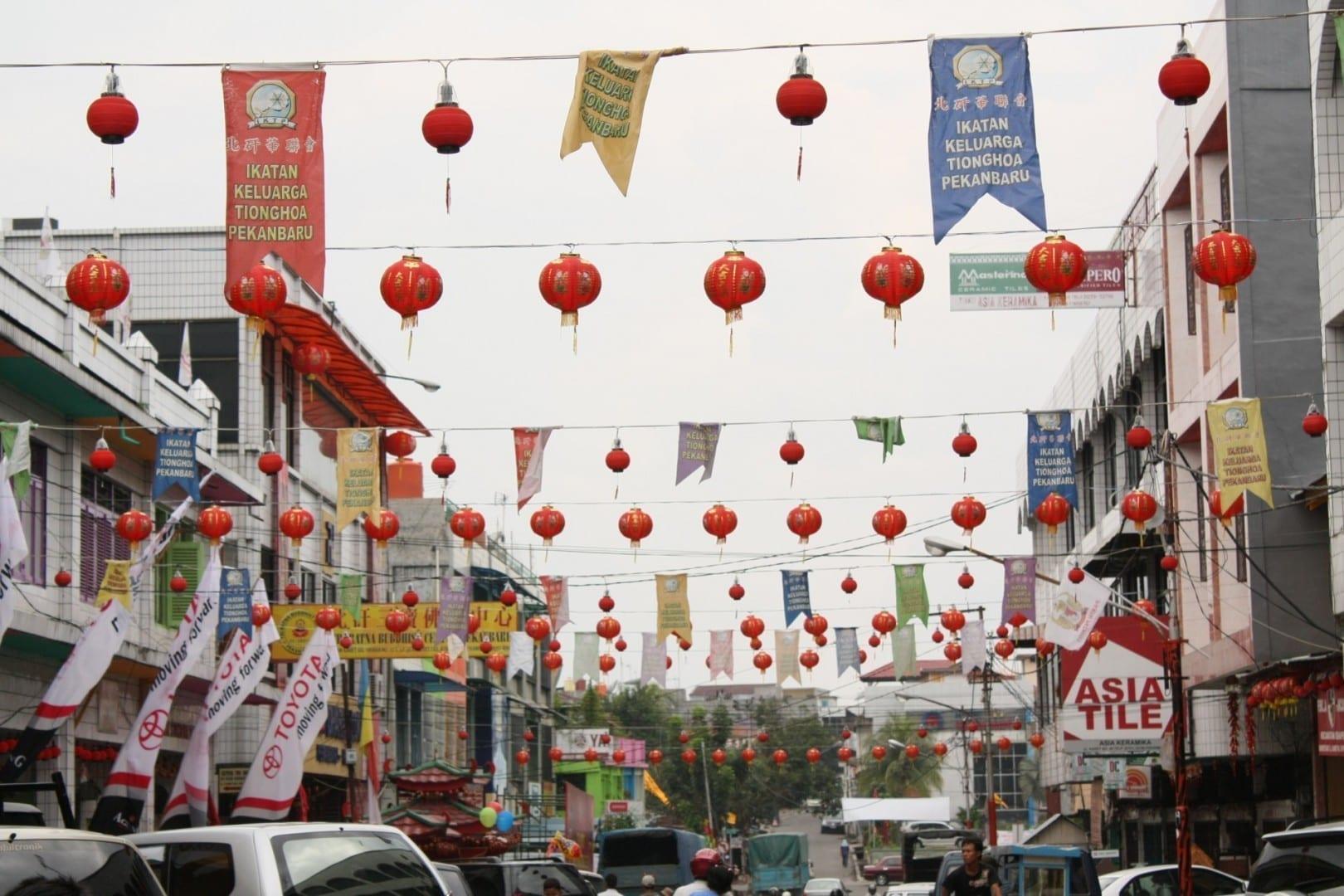 Faroles rojos brillantes en el Año Nuevo Chino en el Barrio Chino de Pekanbaru Pekanbaru Indonesia