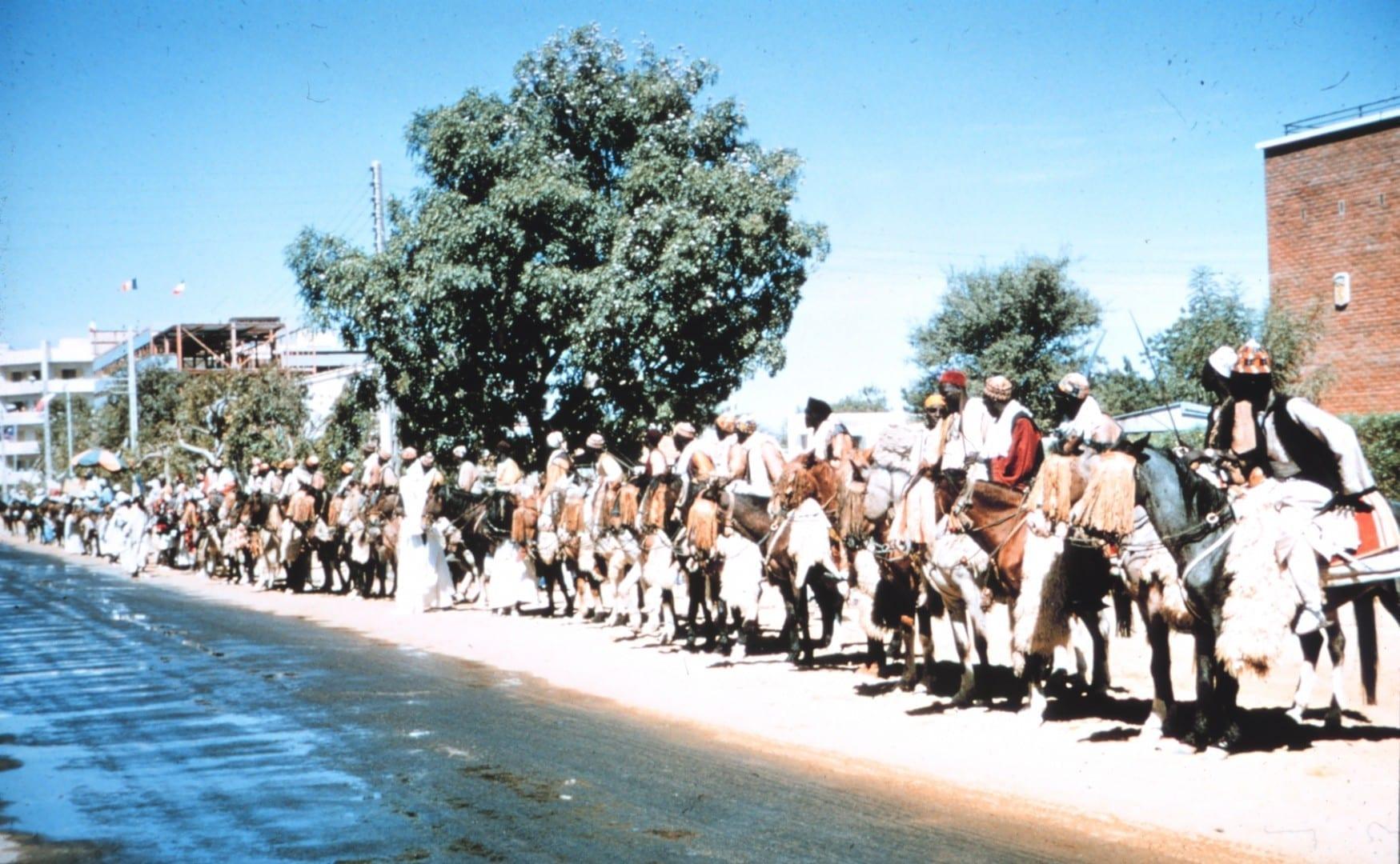 Gente a caballo en Fort Lamy, Chad N´Djamena Chad