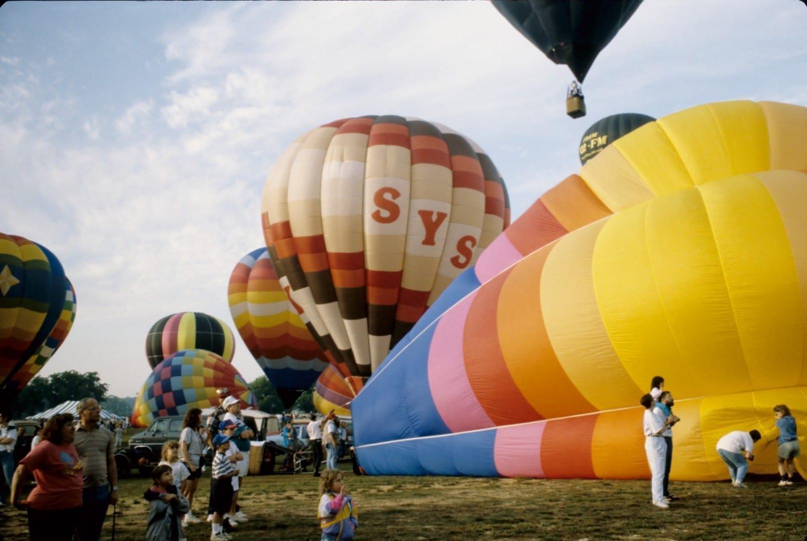 Globos inflándose en el Jubileo de Alabama de 1990. Decatur AL Estados Unidos
