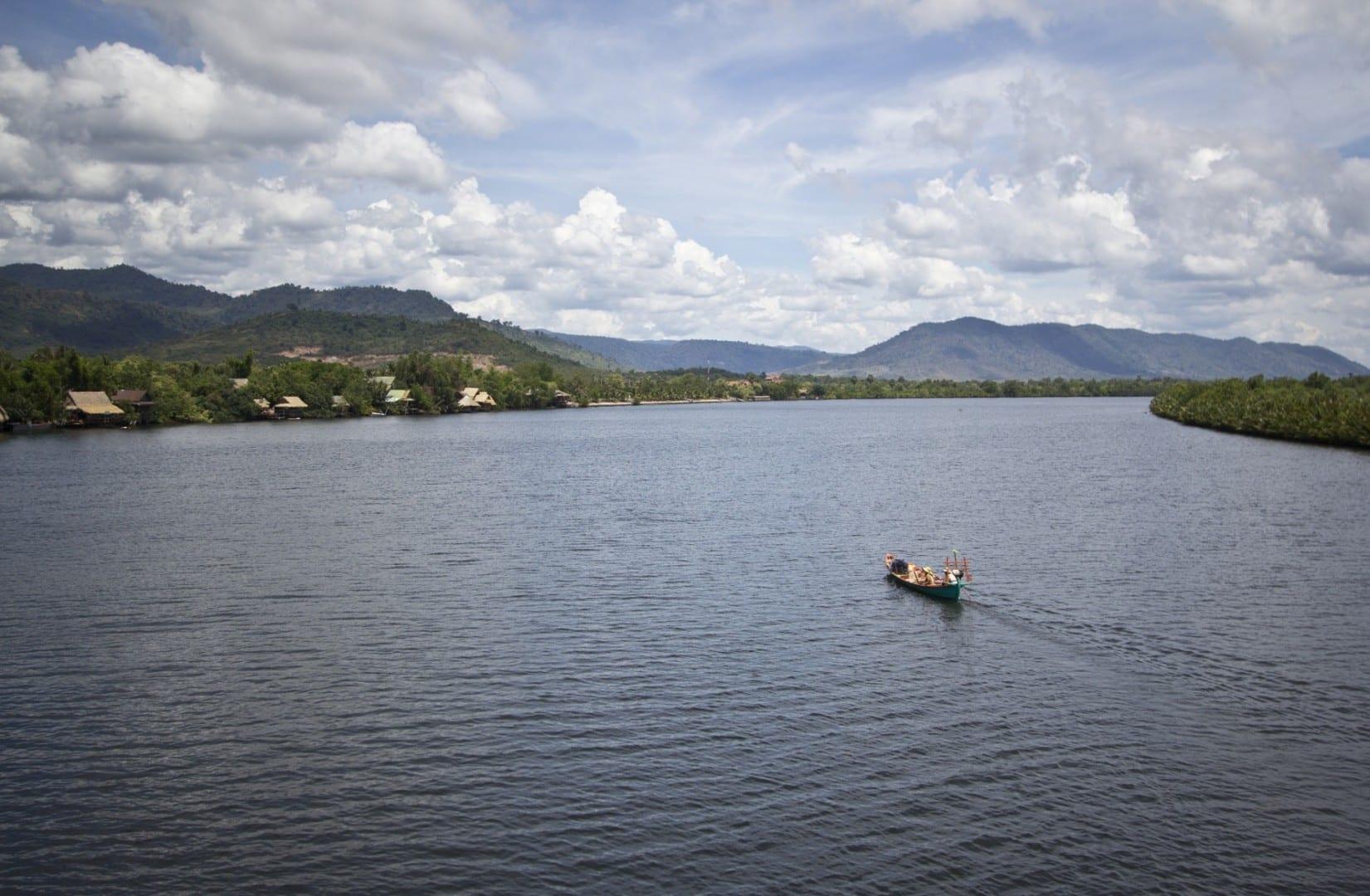 Haz un viaje en barco por el río... Kampot Camboya