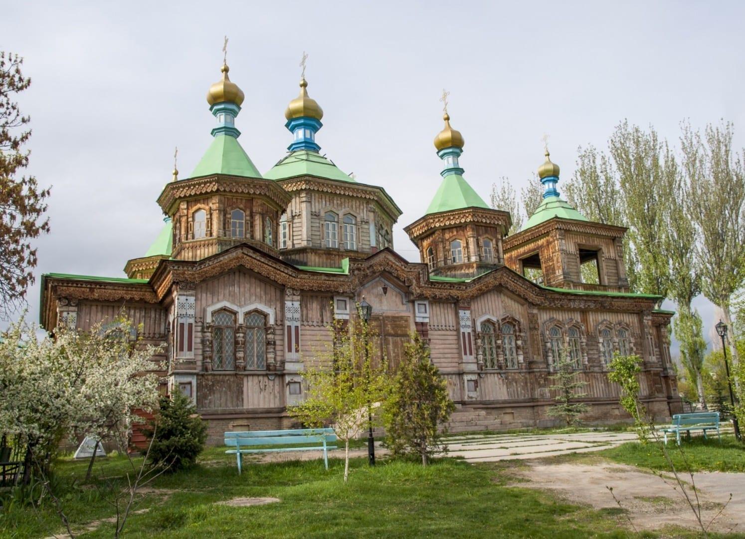 Iglesia de la Santísima Trinidad Karakol Kirguizistán