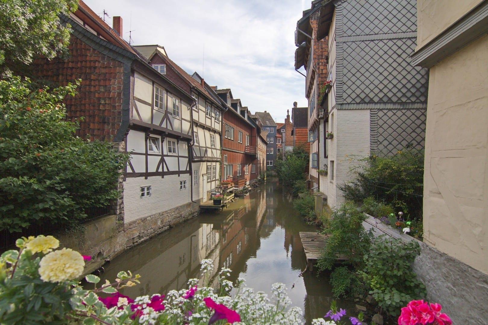 Klein Venedig Canal de la ciudad histórica Wolfenbüttel Alemania