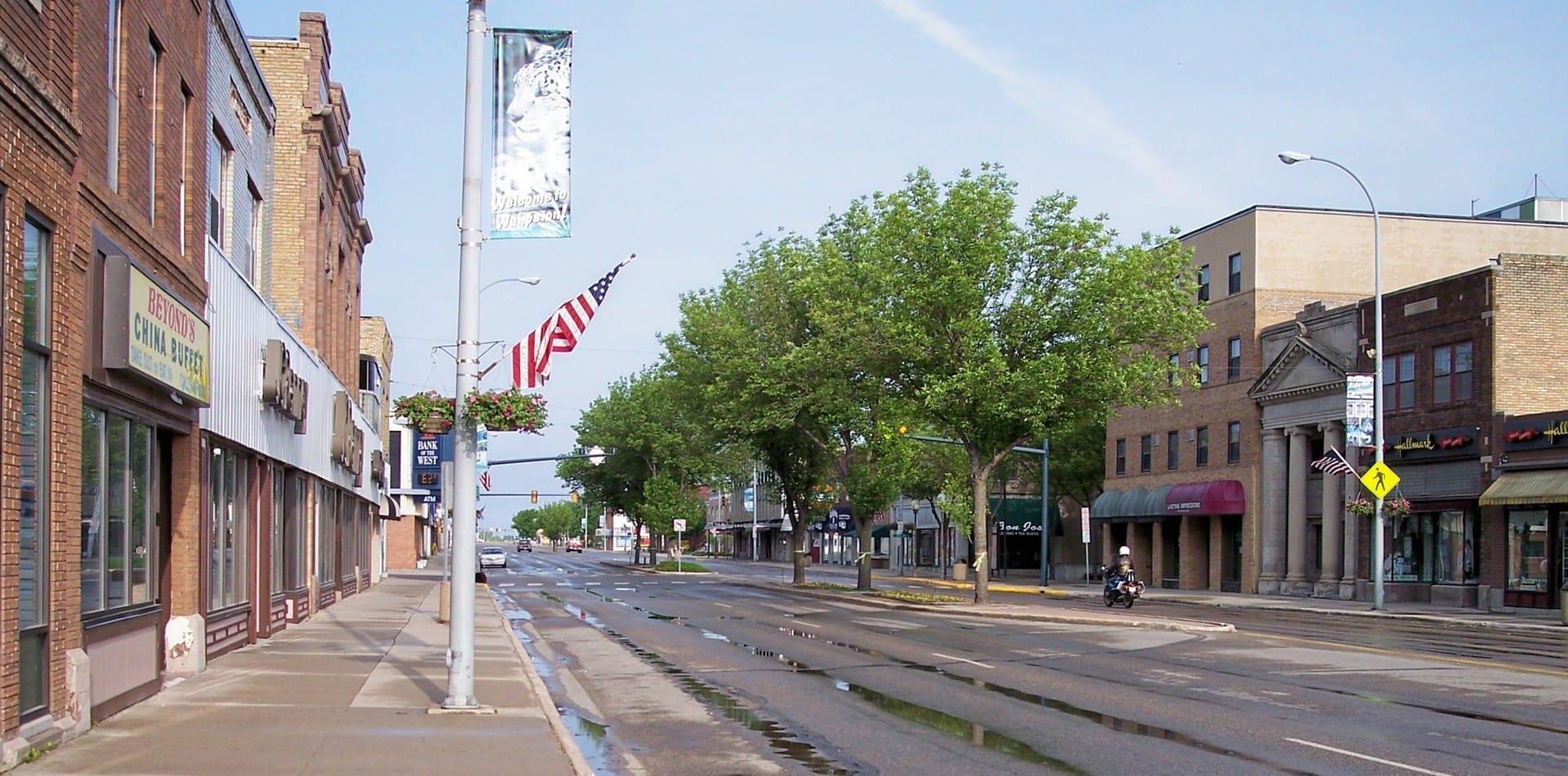 La Avenida Dakota (Autopista 13 de Dakota del Norte) en el centro de Wahpeton Wahpeton ND Estados Unidos