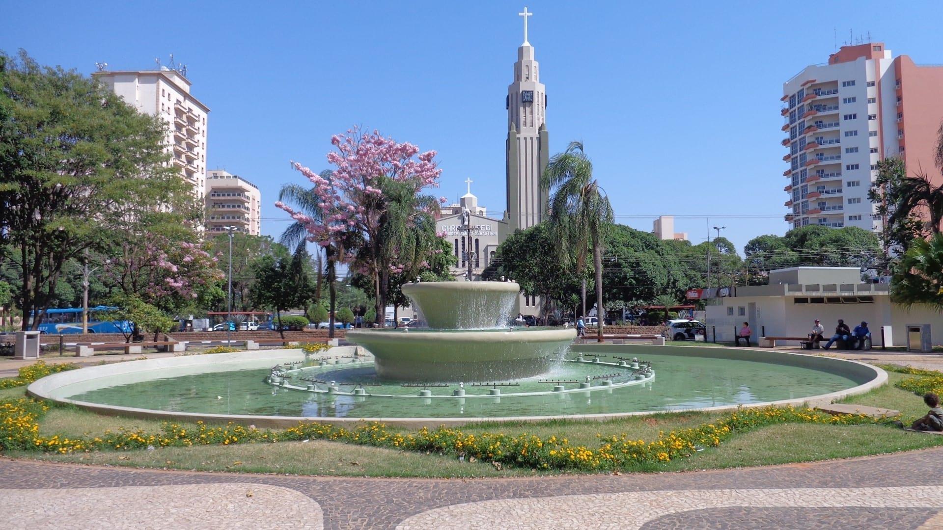 La Catedral de San Sebastián y la Plaza 9 de Julio Presidente Prudente Brasil