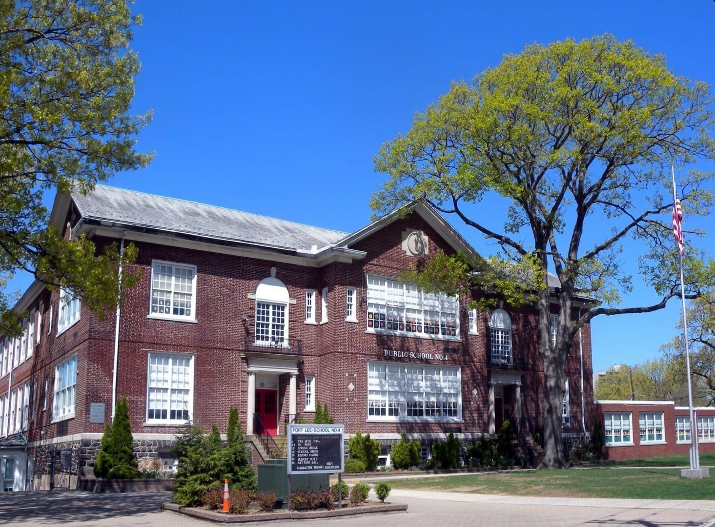 La Escuela Pública 4 de Fort Lee, una actividad diaria para el conjunto de la escuela primaria Fort Lee NJ Estados Unidos