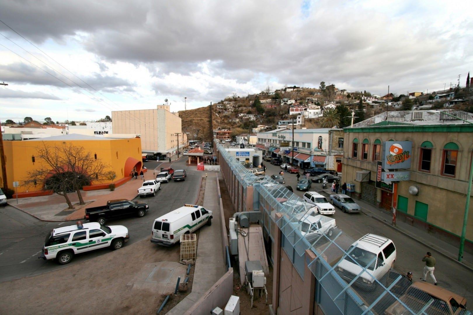 La frontera de Nogales entre Arizona (izquierda) y Sonora (derecha). Nogales México