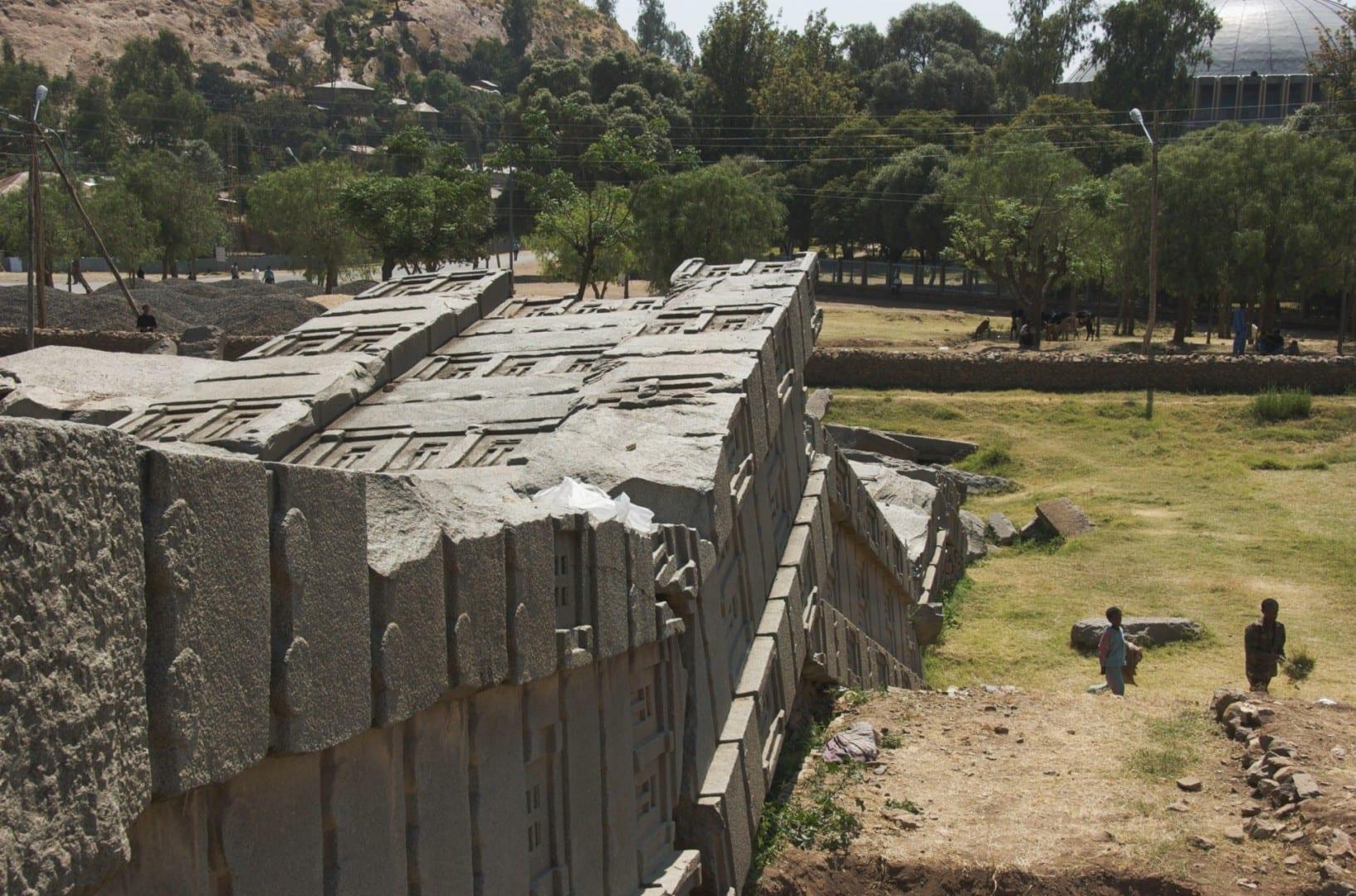 La Gran Estela pesaba más de 500 toneladas cuando fue extraída y vestida a 4 km de distancia - ¡¿cómo se movió?! Axum Etiopía