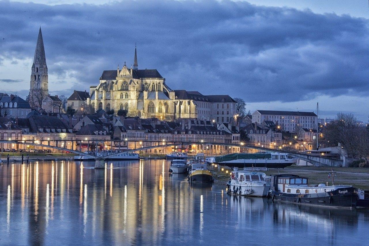 La Hora Azul Auxerre Puerto Francia