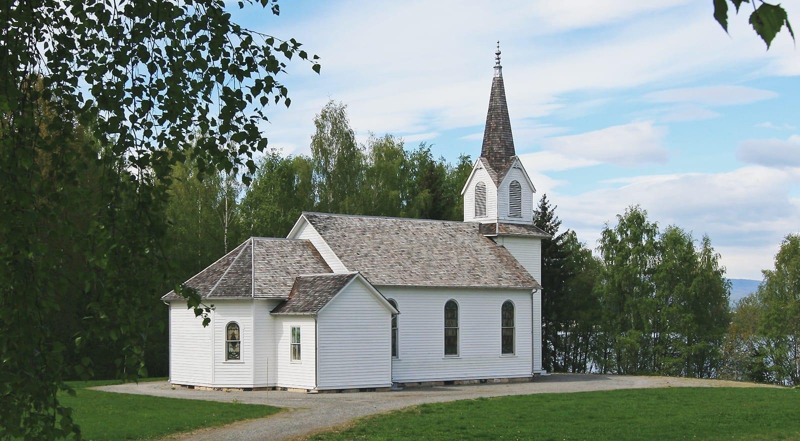 La iglesia de los colonos en el Museo del Emigrante Noruego Hamar Noruega