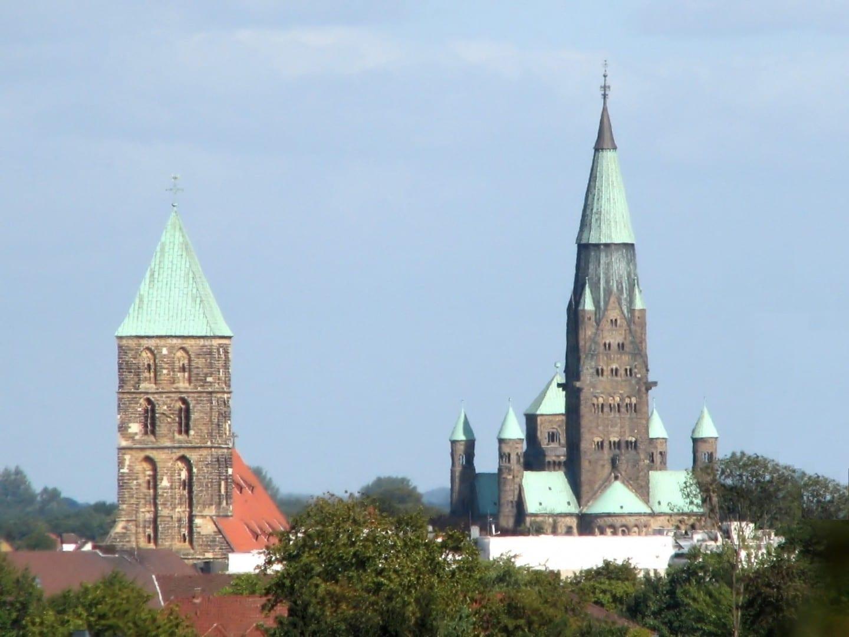 La iglesia de San Dionisio (izquierda) y la basílica de San Antonio (derecha) Rheine Alemania