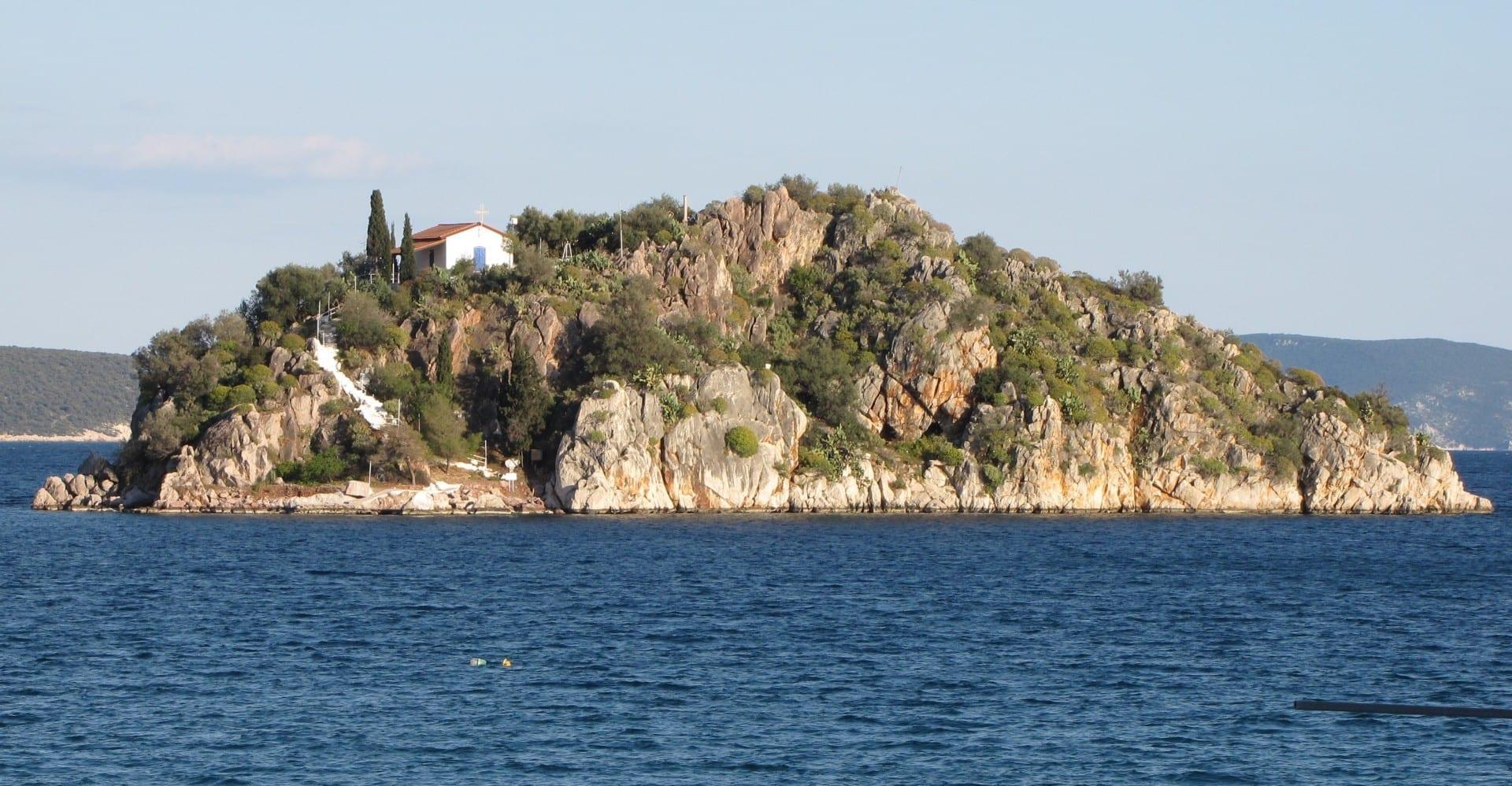 La pequeña isla de Tolo Tolo Grecia
