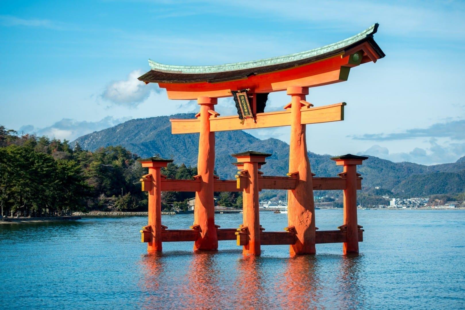 La puerta torii flotante Miyajima Japón