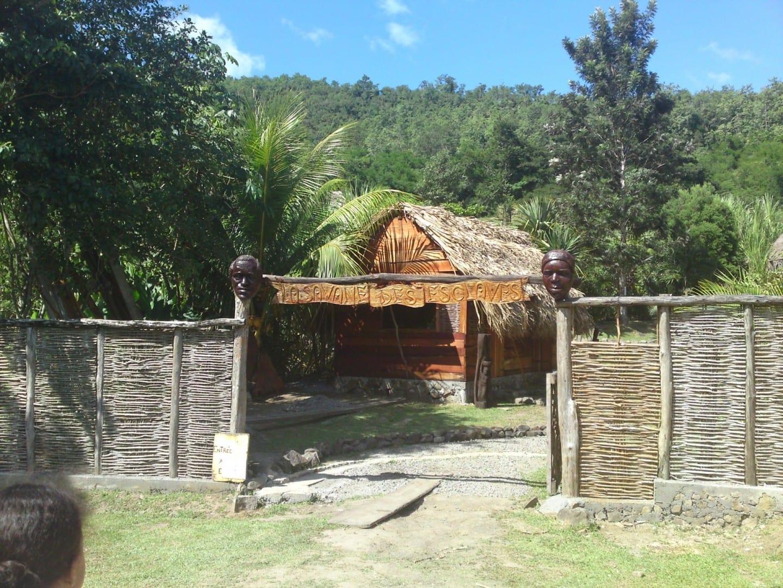 La Sabana de Esclavos da una idea de la vida aquí durante la época colonial. Trois - Îlets Martinica