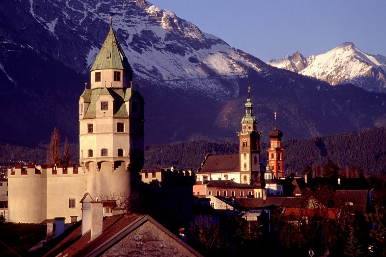 La torre de la menta del castillo Hasegg Hall in Tirol Austria