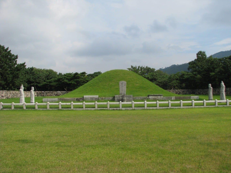 La tumba de Kim Suro Gimhae Corea del Sur