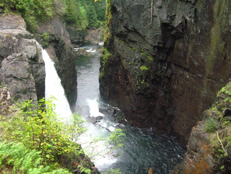 Las cataratas del Parque Provincial de Elk Falls Campbell River Canadá