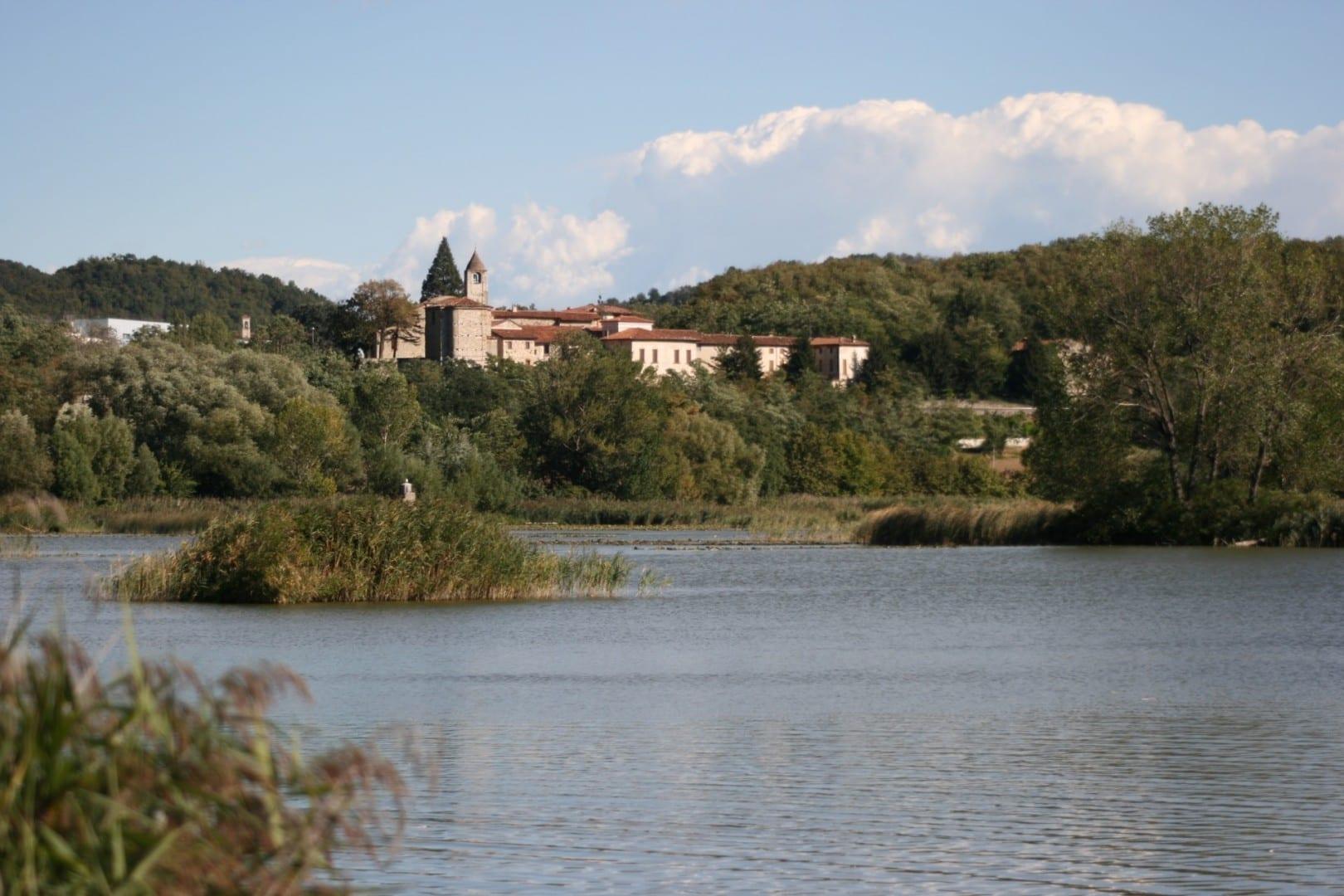 Las turberas de Sebino Lago Iseo Italia
