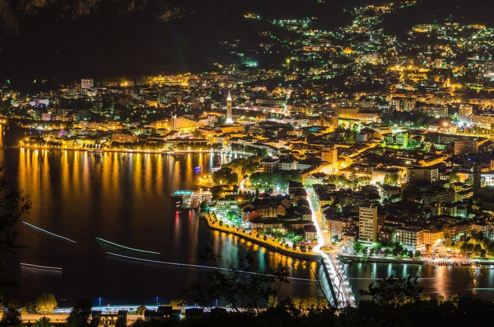 Lecco de noche Lecco Italia