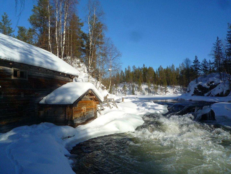 Los rápidos de Myllykoski de Kitkajoki, Parque Nacional Oulanka Kuusamo Finlandia