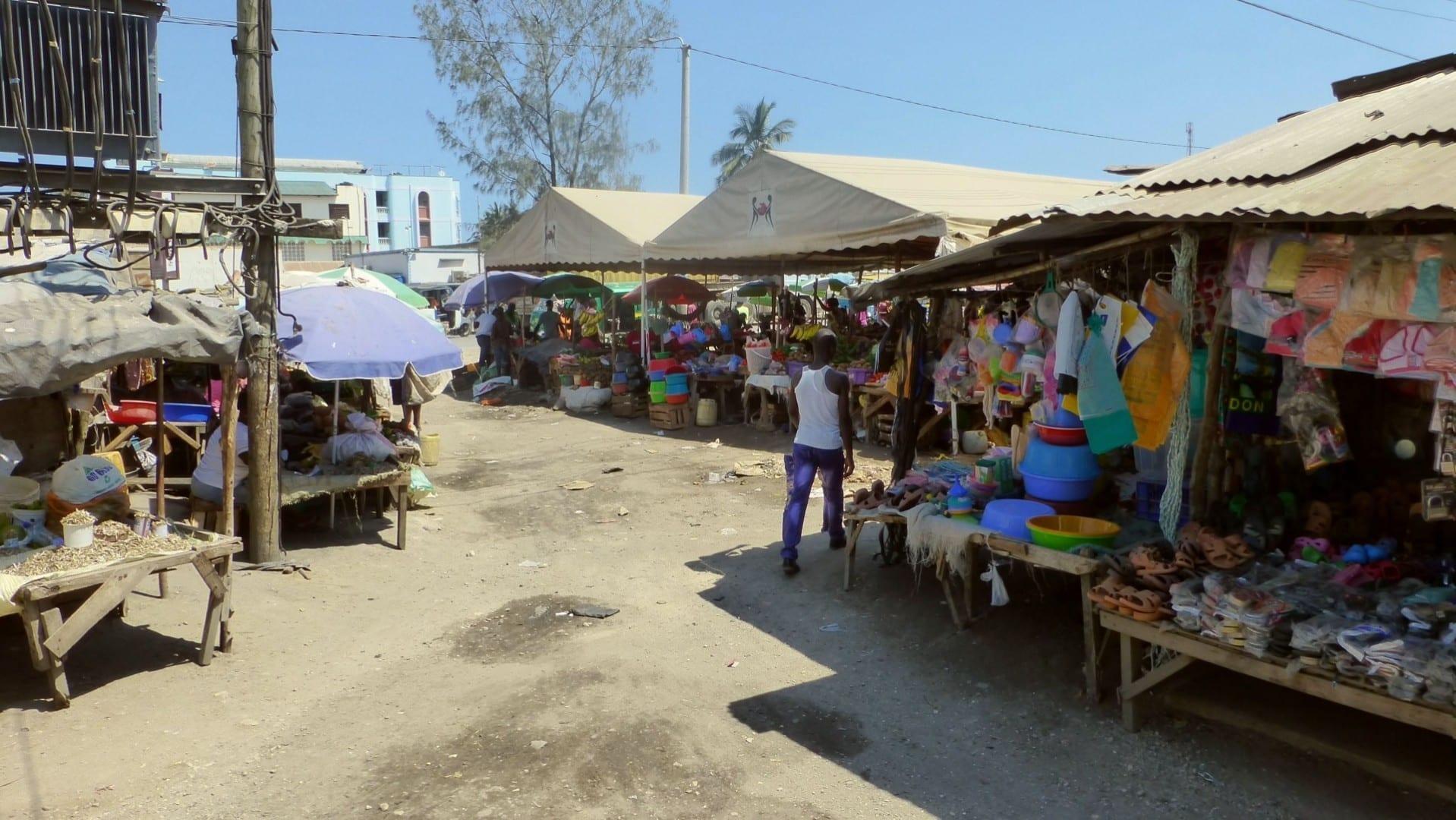 mercado callejero Mtwapa Kenia