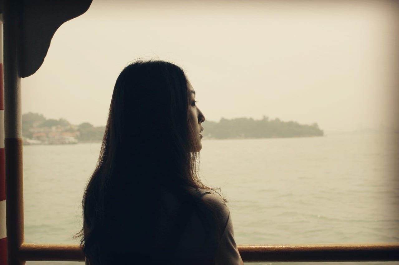 Mirando Adelante A La Mar Mujer Portugal