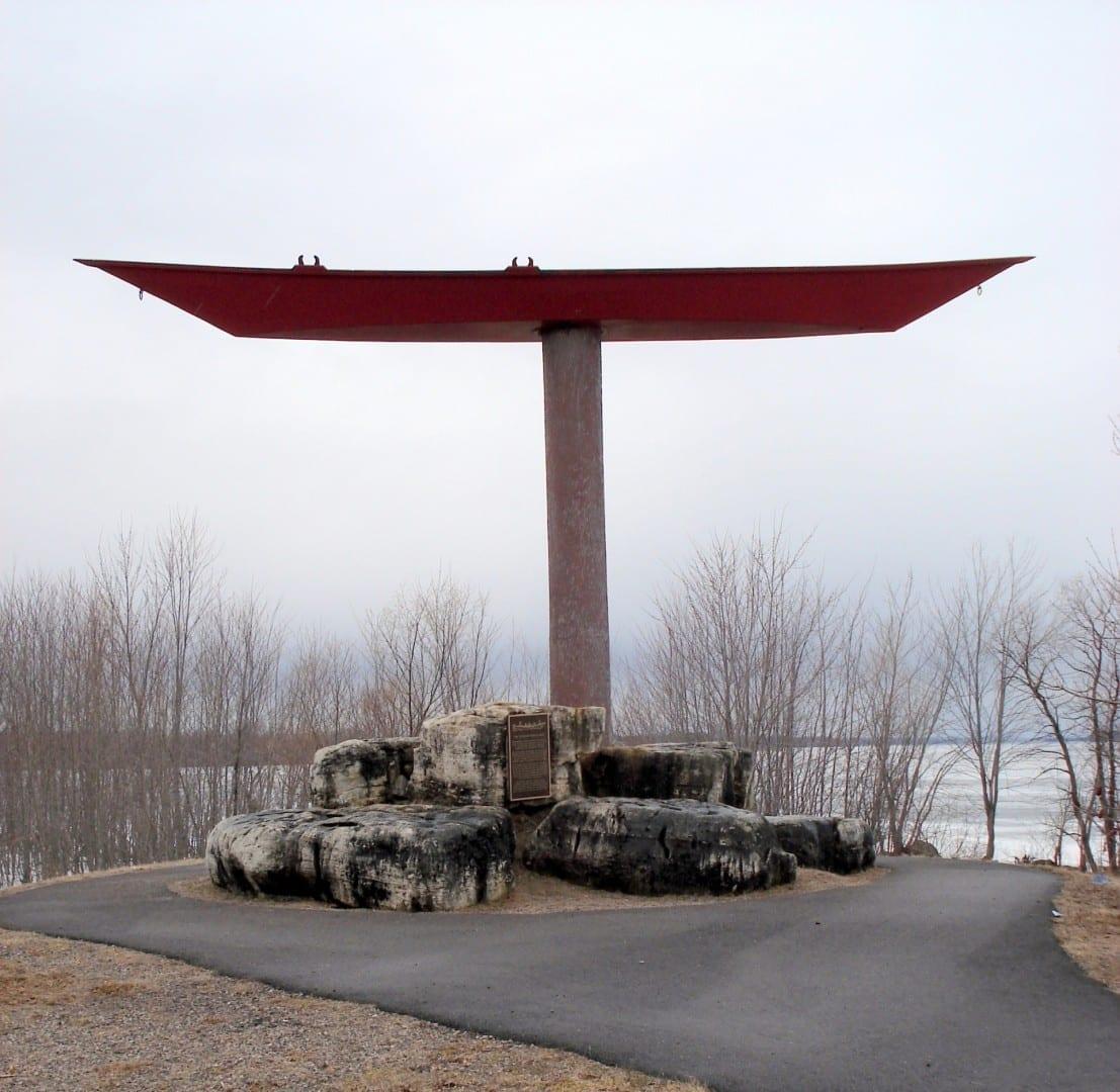 Monumento al barco apuntador Pembroke Canadá
