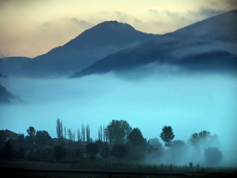 Niebla en la provincia de Bolu Bolu Turquía