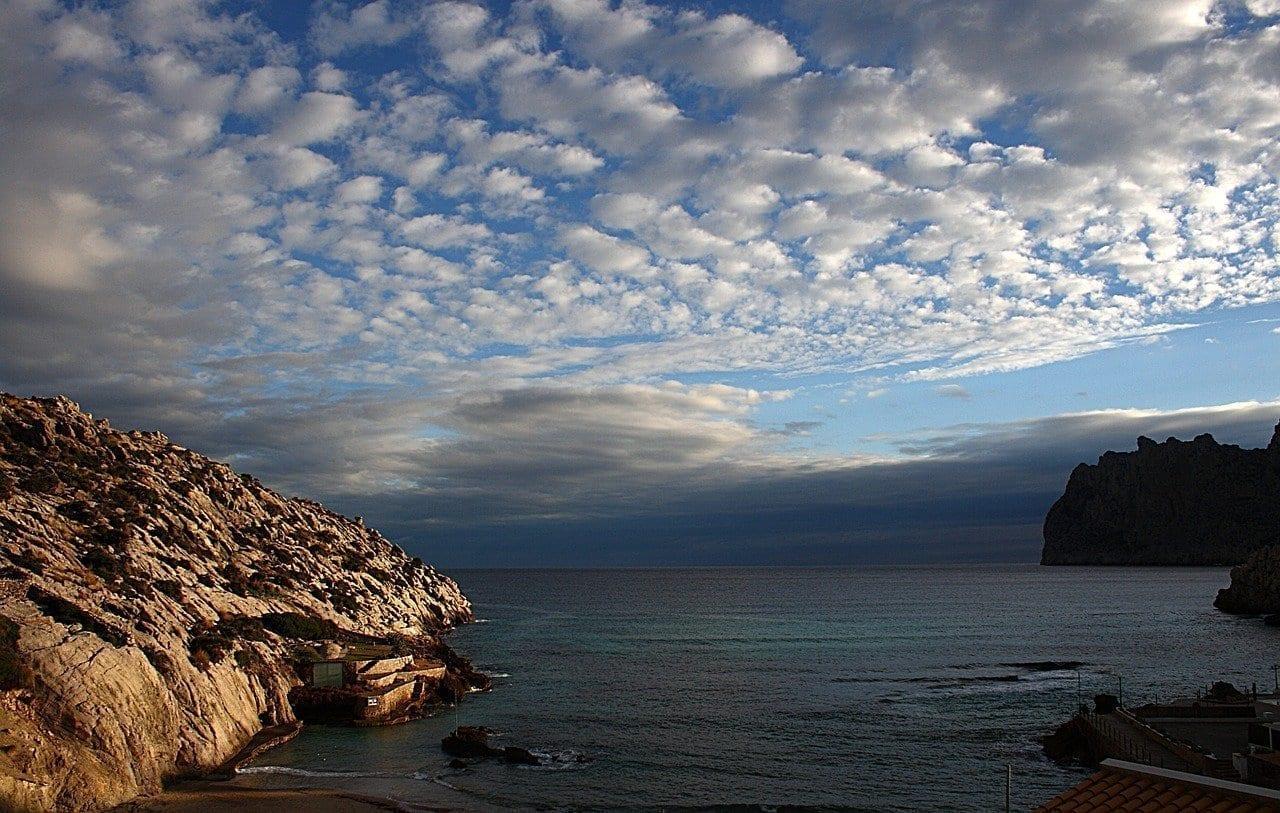 Nubes Cala San Vicente Mallorca España