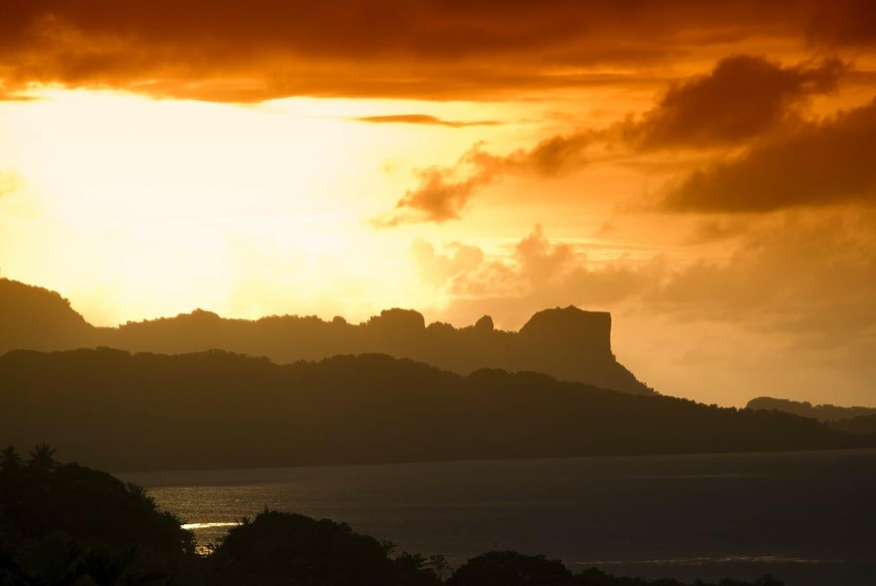 Palu Micronesia Puesta De Sol Indonesia