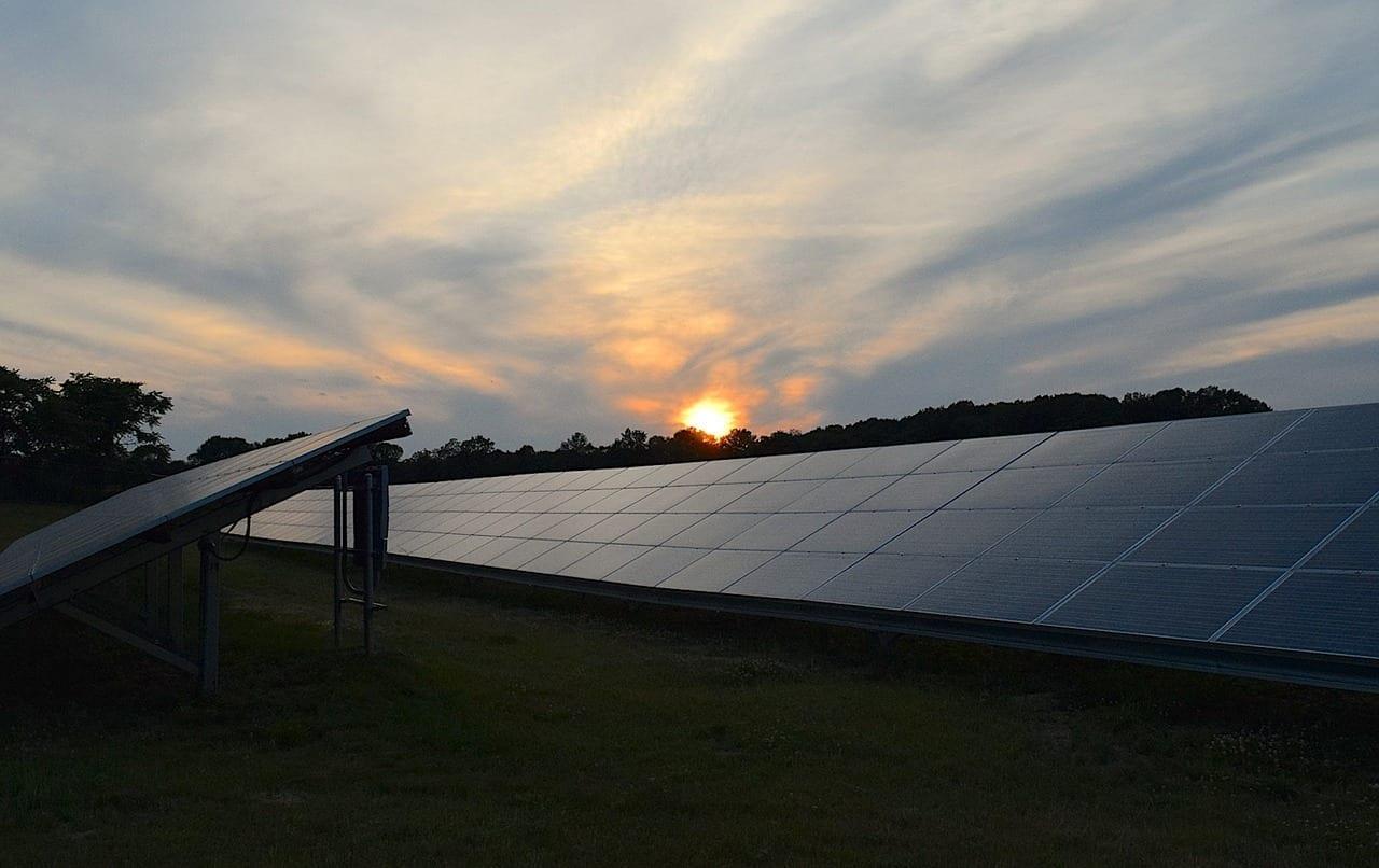 Paneles Solares Puesta De Sol Cielo España