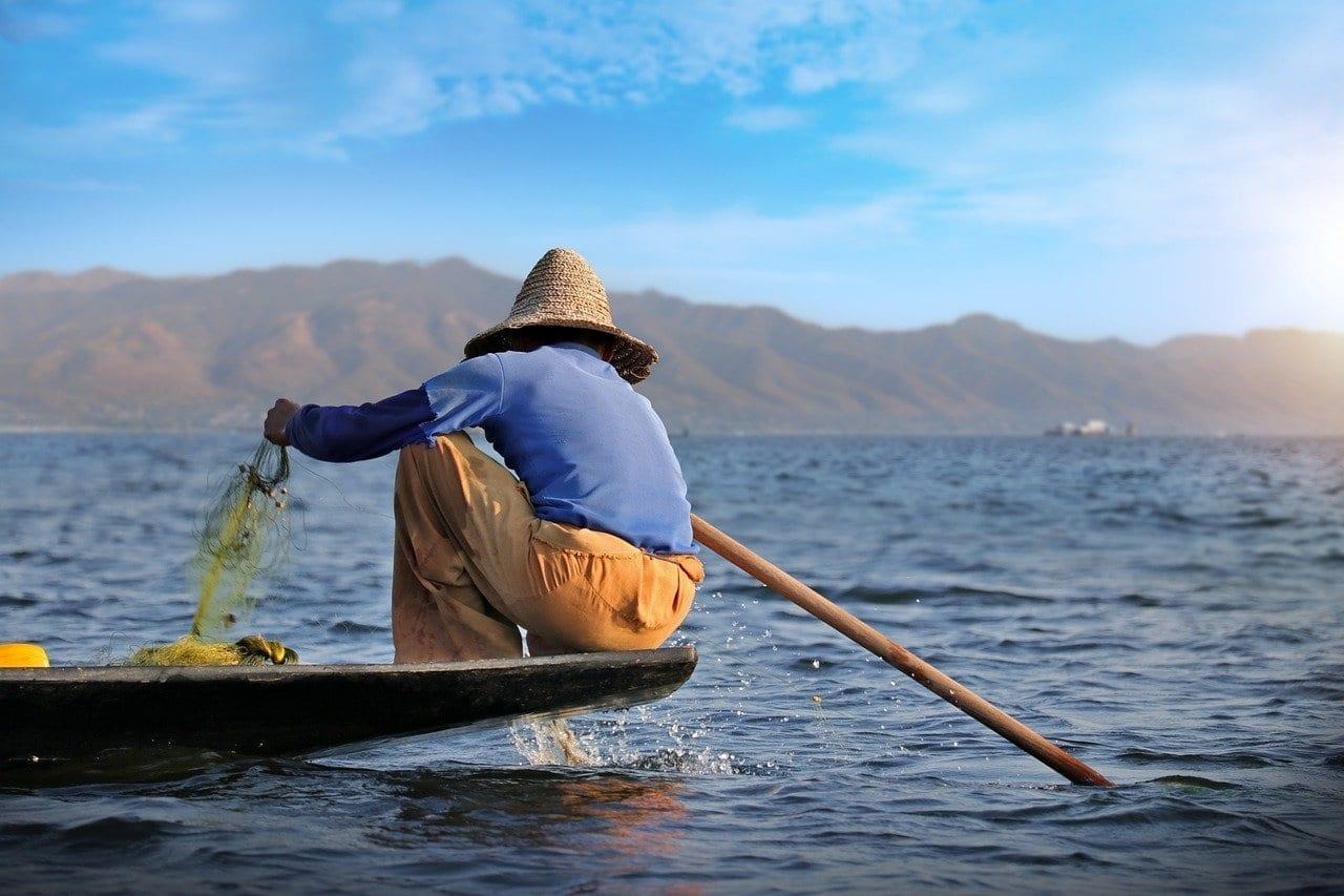 Pescador Lago Inle Canoa Myanmar