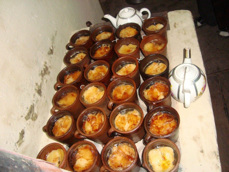 Piti listo para servir en un café Sheki Azerbaiyán