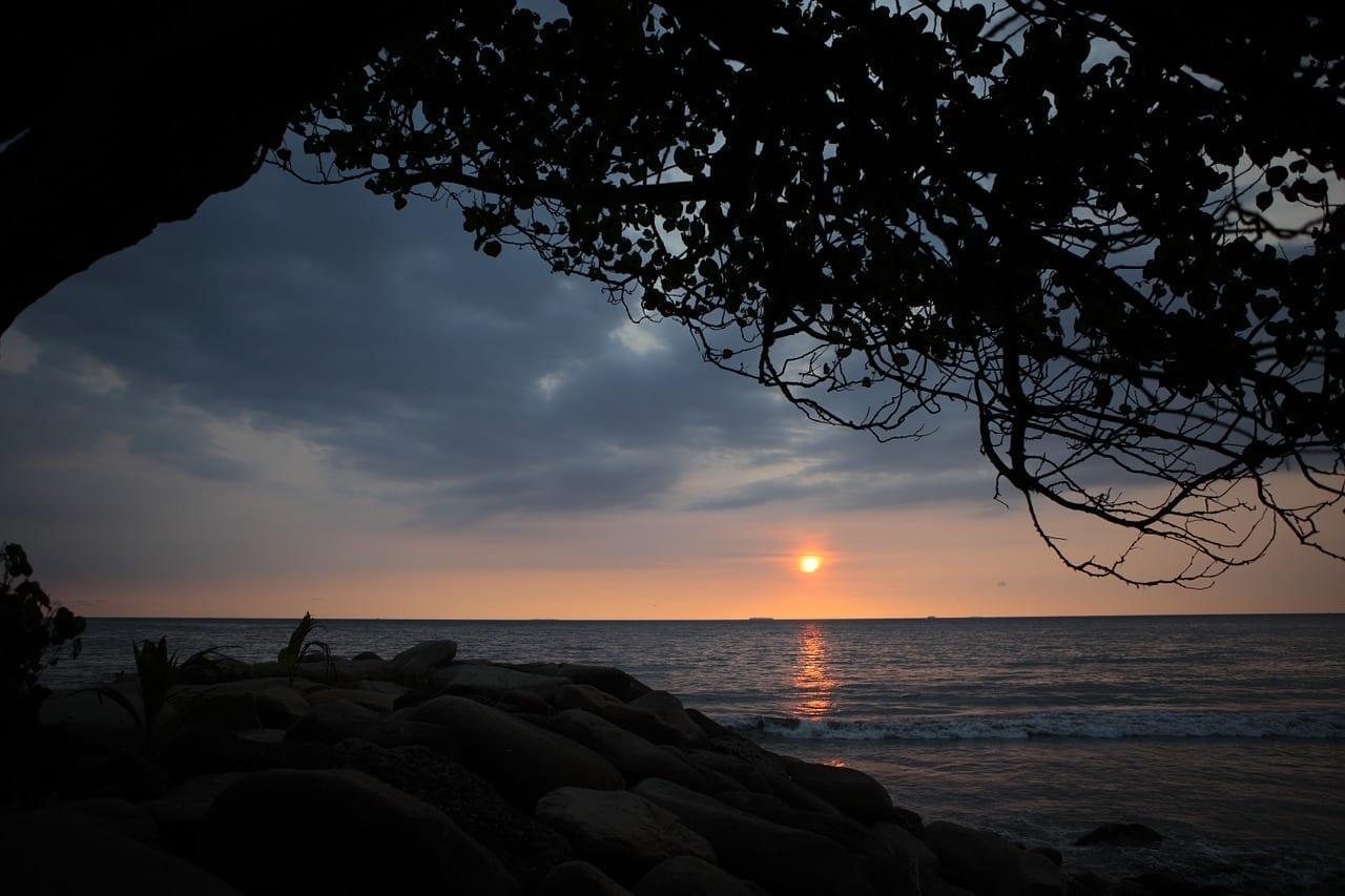 Playa De Padang Puesta De Sol Indonesia Indonesia